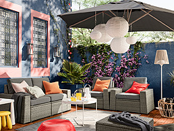 IKEA SOLLERÖN outdoor seating solution comes with dark grey covers that can be removed and washed. Combine different sections to create a sofa shape and size that suits your outdoor space.