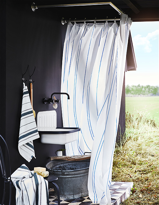 Shown in a country setting, OTTSJÖN towels and shower curtain have a classic look with matching stripes on fresh white.