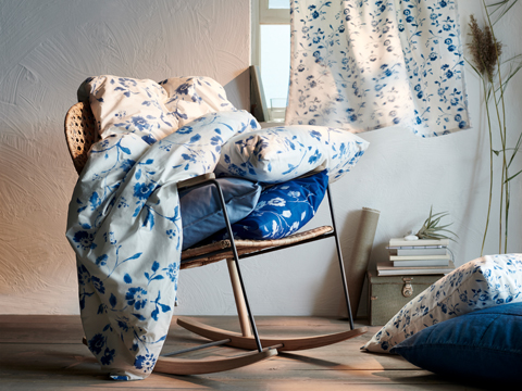 IKEA BLÅGRAN bedroom textile and cushion cover series introduces a traditional floral pattern on top of fresh white and bold blue colours. The quilt cover and pillowcase set is sewn of pure natural cotton, which gets softer with every wash.
