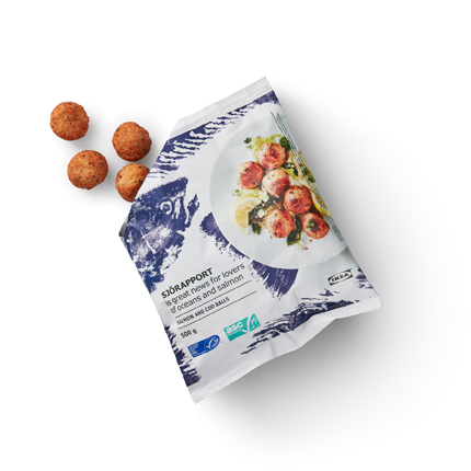 A close-up of package of SJÖRAPPORT salmon and cod balls containing 500 grams.