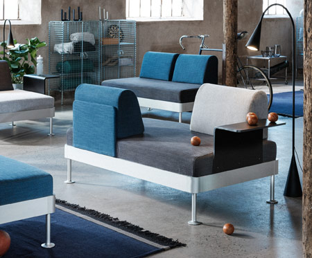 Get ready for DELAKTIG, a new open take on seating! Launched by IKEA and industrial design connoisseur Tom Dixon, you can personalise or change it any way you like. Add a table and a new pillow cover. Swap the armrests around. Dress it in a new cover.