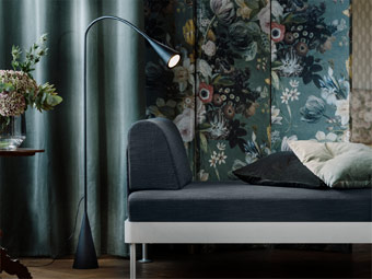 Let your style shine! The DELAKTIG sofa series can be personalised to your look or activity. Attach the black LED floor lamp to the DELAKTIG frame, or stand alone as a traditional floor lamp. With a flexible head, it's perfect for late-night reading.