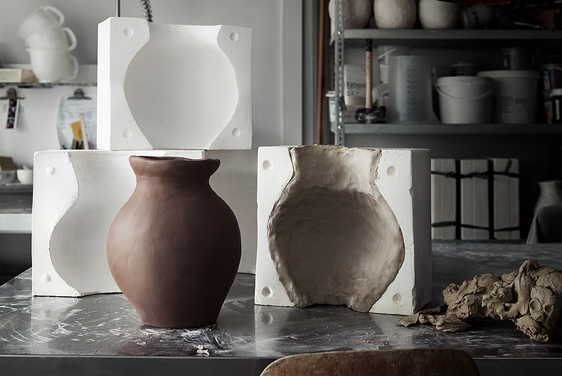 The moulds used to cast the terracotta vases from the INDUSTRIELL collection have been shaped after handmade prototypes.