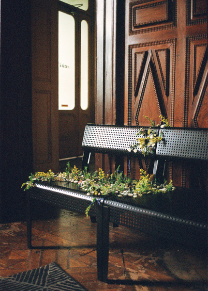 Two SJÄLVSTÄNDIG black metal chairs decorated with flowers.