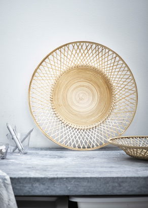 A round dish made of woven bamboo.