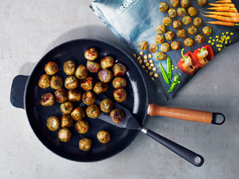 A frying pan with freshly fried vegetable balls.