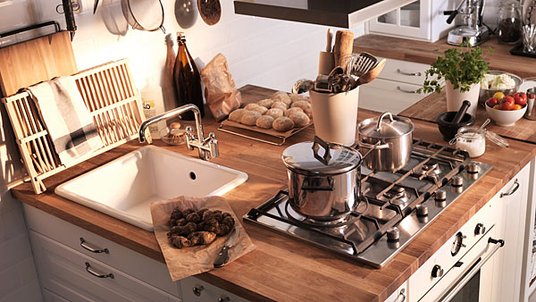 Smart space small country kitchen ikea - Cocinas pequenas alargadas ...
