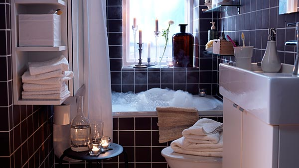 Small bathroom accessories for a cozy feeling