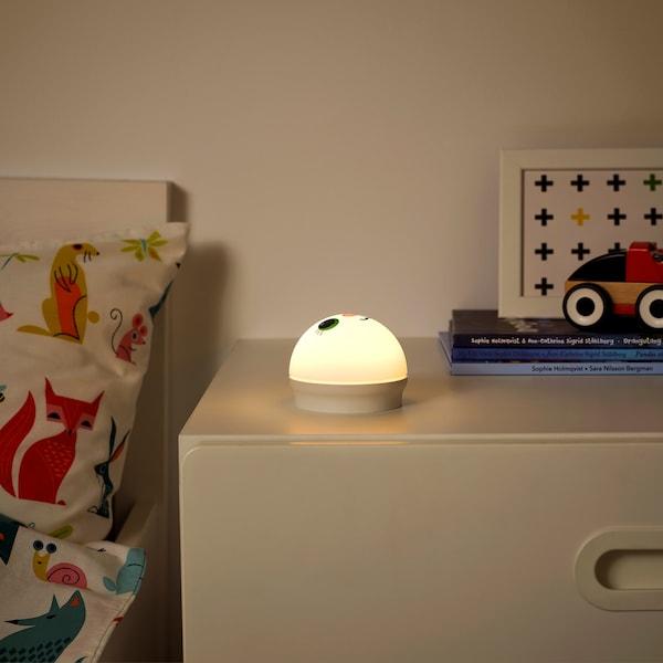 KORNSNÖ Luz de noche LED, blanco/conejo a pilas