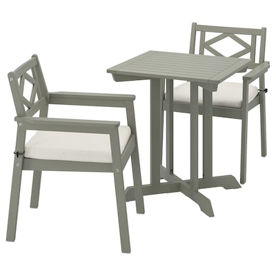 BONDHOLMEN table+2 chairs w armrests, outdoor grey stained/Frösön/Duvholmen beige