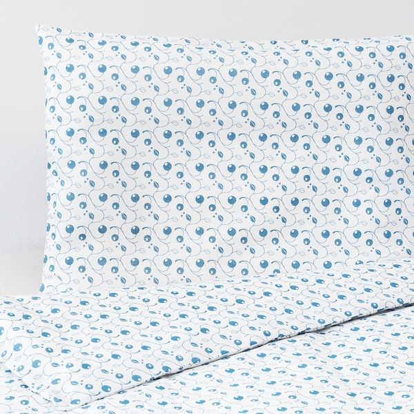 GULSPARV Duvet cover 1 pillowcase for cot, blueberry patterned, 110x125/35x55 cm