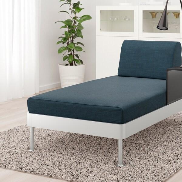 DELAKTIG Chaise longue met bijtafel en lamp, Hillared donkerblauw