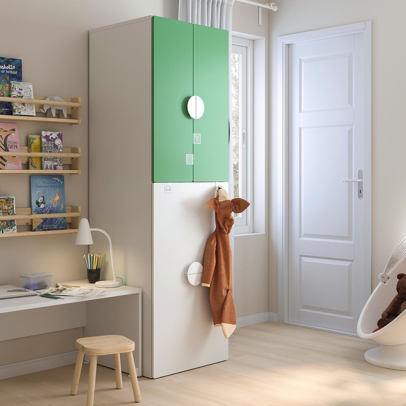 SMÅSTAD Kledingkast mt uittrekbaar gedeelte, wit groen/met kledingroede, 60x57x196 cm
