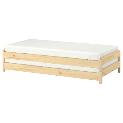UTÅKER Stapelbaar bed met 2 matrassen, grenen/Moshult stevig, 80x200 cm