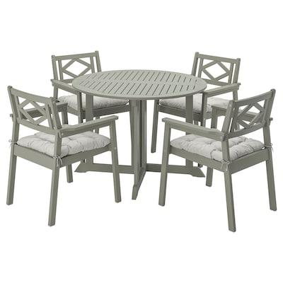 BONDHOLMEN bord + 4 stoler m armlener, utend gråbeiset/Kuddarna grå
