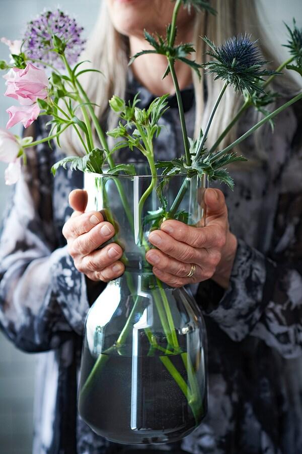 OMTÄNKSAM Vase, gris clair, 30 cm