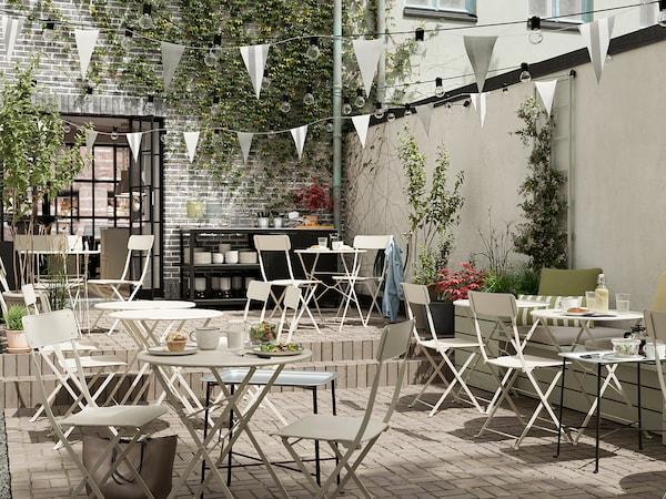 SALTHOLMEN Table+2 chaises pliantes, extérieur, beige/Kuddarna gris