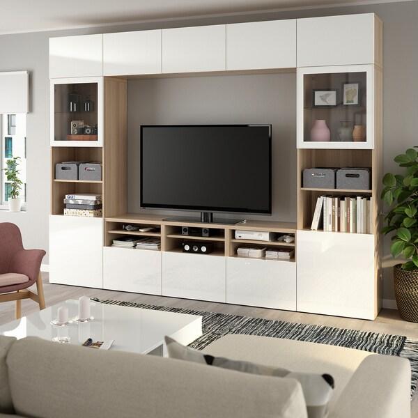 BESTÅ Kombinacja na TV/szklane drzwi, dąb bejcowany na biało/Selsviken wysoki połysk biały szkło bezbarwne, 300x40x230 cm