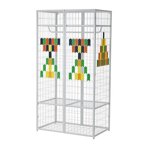 IKEA PS 2014 Szafa IKEA Drzwi pozostają mocno zamknięte dzięki zamknięciom na magnes.