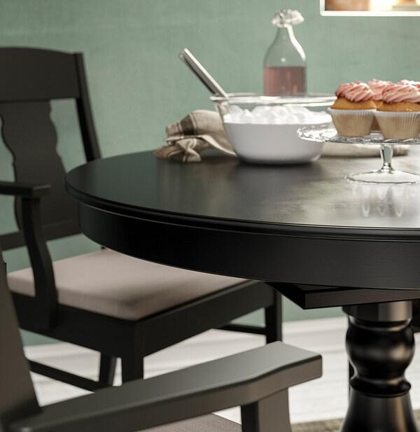 INGATORP Stół rozkładany, czarny, 110/155 cm