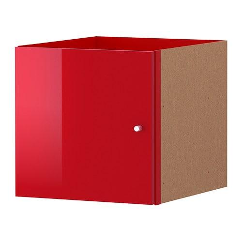 KALLAX Wkład z drzwiami IKEA Powierzchnia o wysokim połysku odbija światło i nadaje wibrujący wygląd.