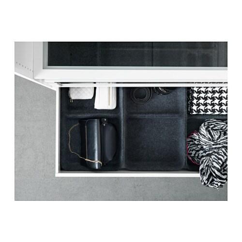 KOMPLEMENT Taca IKEA Taca pomaga uporządkować ubrania i akcesoria w szafie. Miękki filc chroni twoje ubrania i utrzymuje je na swoim miejscu.