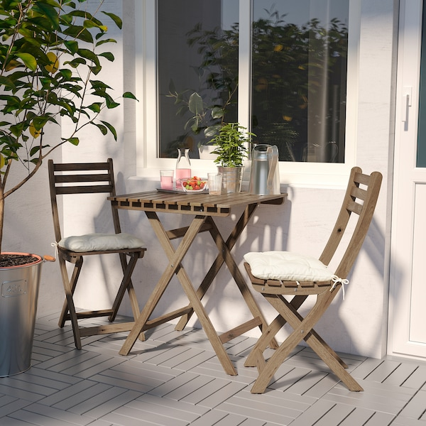 ASKHOLMEN table+2 chairs, outdoor grey-brown stained/Kuddarna beige