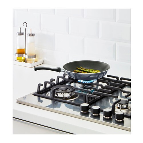 STEKA Frying pan IKEA The pan's low weight makes it easy to handle when filled with food.