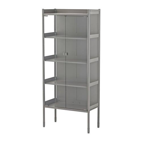 HINDÖ Estufa/armário, interior/exterior IKEA Também se mantém estável em pavimentos irregulares graças aos pés reguláveis.