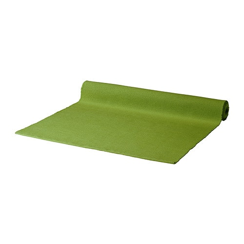 MÄRIT Corre-mesa IKEA O corre-mesa protege a mesa, ao mesmo tempo que lhe oferece um toque decorativo.