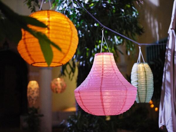 SOLVINDEN candeeiro suspenso LED, solar exterior/globo dourado 2 Lumen 30 cm 26 cm 26 cm