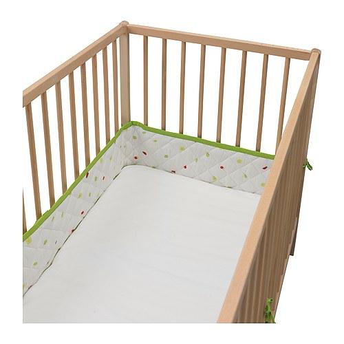 TORVA Protetor de berço IKEA Cores contrastantes e materiais macios que estimulam os sentidos do bebé.