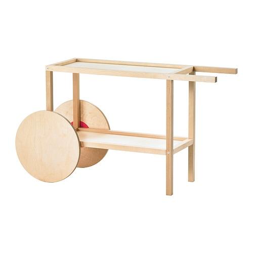 TRENDIG 2013 Mesa de apoio IKEA A superfície em verniz incolor é fácil de limpar e resiste a manchas.