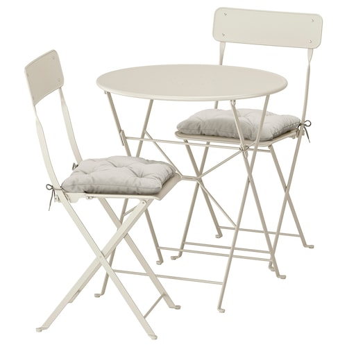 SALTHOLMEN table+2 folding chairs, outdoor beige/Kuddarna grey