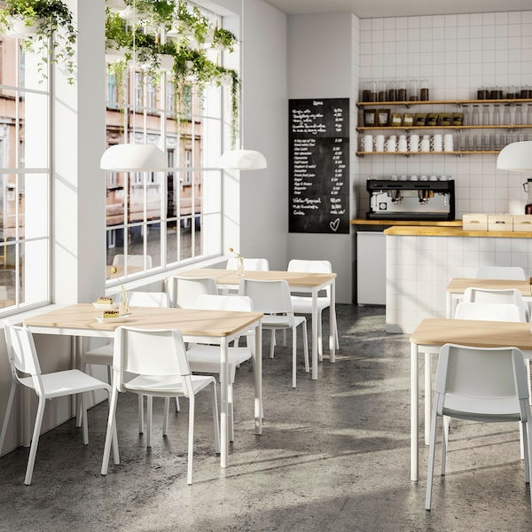 TOMMARYD / TEODORES طاولة و4 كراسي, سنديان أبيض/أبيض, 130x70 سم