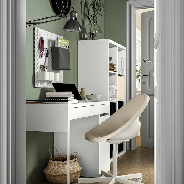 MICKE/ELDBERGET / KALLAX Kombin. radnog stola i odlaganja, i roto-stolica bela/bež