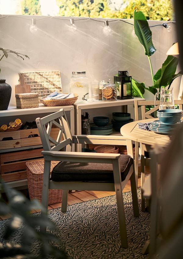 BONDHOLMEN Table+4 chairs w armrests, outdoor, grey stained/Järpön/Duvholmen anthracite