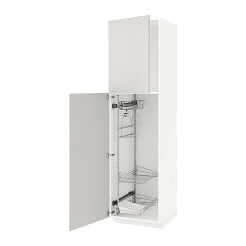 METOD خزانة مرتفعة مع رفوف أدوات التنظيف IKEA رفوف تسحب للخارج تسهل عليك رؤية أدوات التنظيف والوصول إليها.