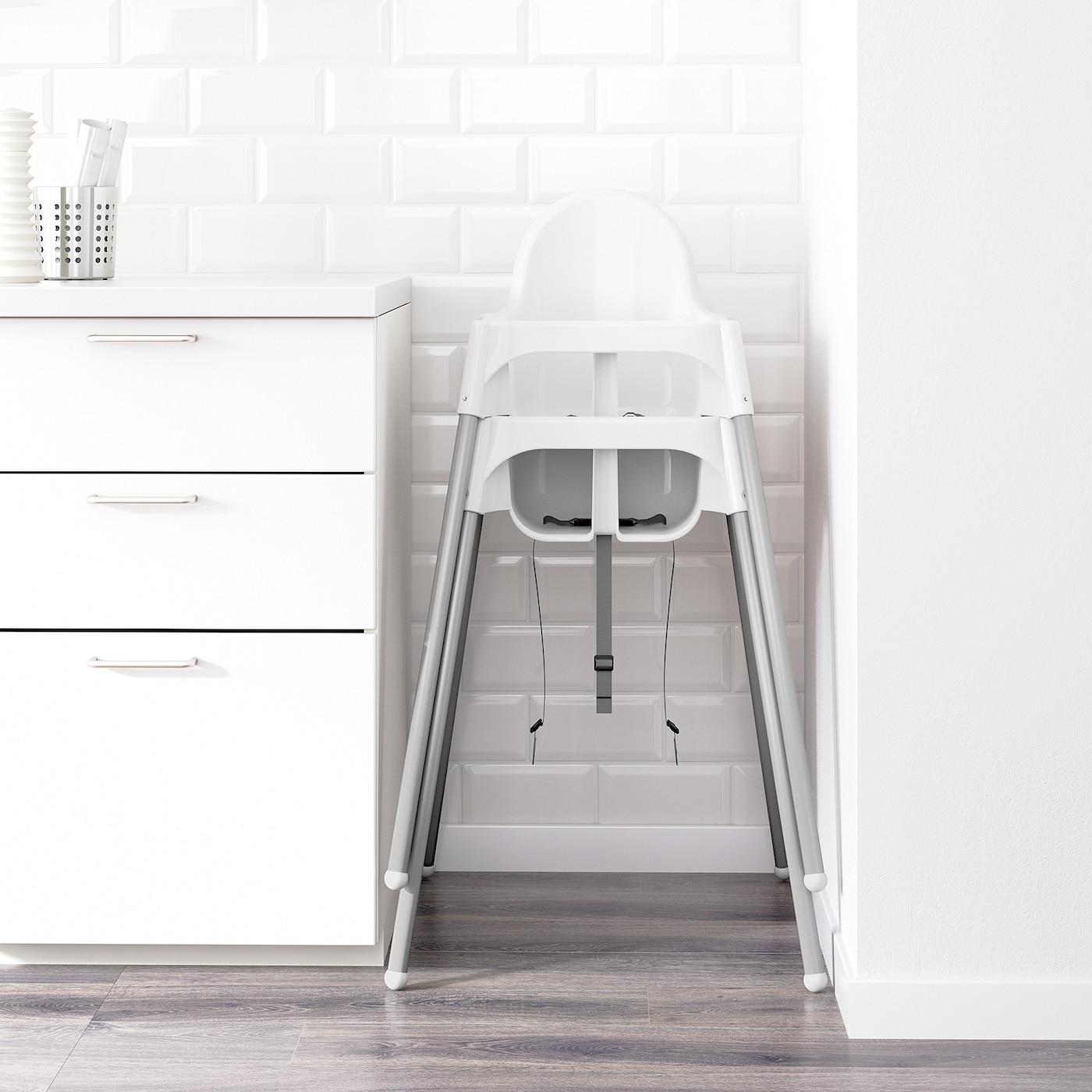 ANTILOP Barnstol hög med bricka vitsilverfärgad