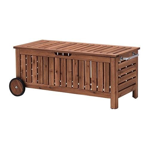 ÄPPLARÖ Bänk med förvaring IKEA Förvara dynor, kuddar och andra tillbehör för uteplatsen. Hjulen gör den lätt att flytta.
