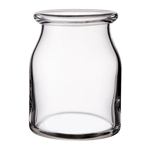 BEGÄRLIG Vas IKEA Glasvasen är munblåst av en skicklig hantverkare.