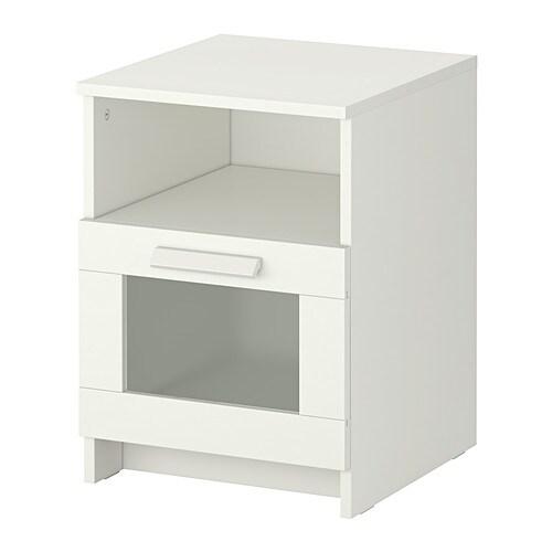 BRIMNES Avlastningsbord IKEA I lådan finns plats för ett grenuttag till dina laddare. Kontakten till grenuttaget för du ut på baksidan.