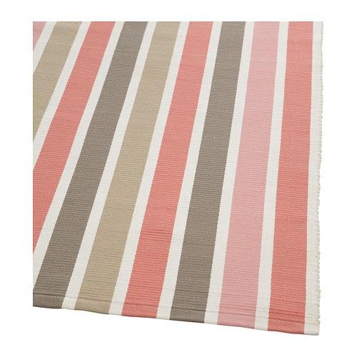 EMMIE Matta, slätvävd IKEA Det slätvävda mönstret är lika framträdande på båda sidor och gör mattan vändbar.