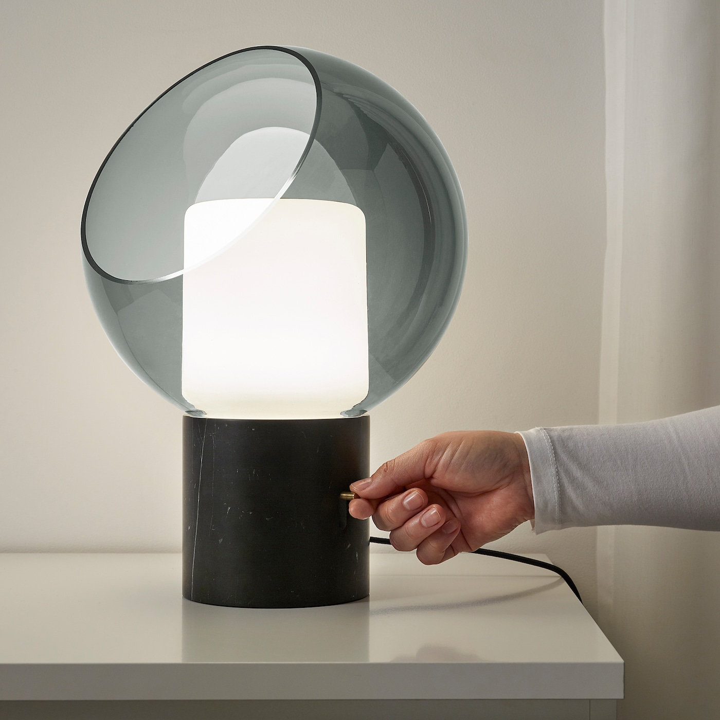 EVEDAL Bordslampa marmorgrå klot
