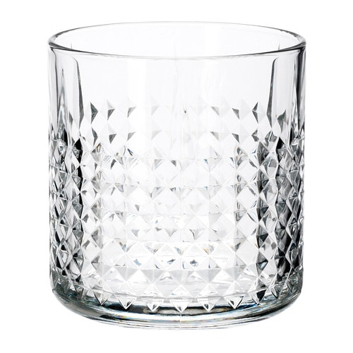 FRASERA Whiskyglas IKEA Glaset är rejält och skönt att hålla i tack vare sin tyngd, med plats för många klirrande isbitar att kyla ner drycken med.
