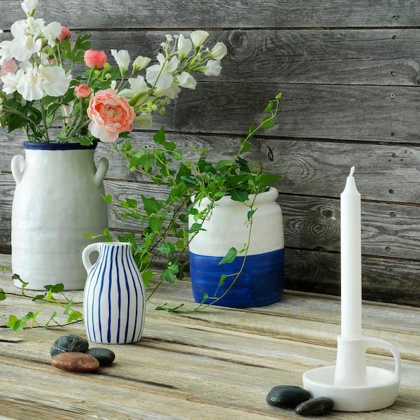 GODTAGBAR Vas, keramik vit/blå, 25 cm