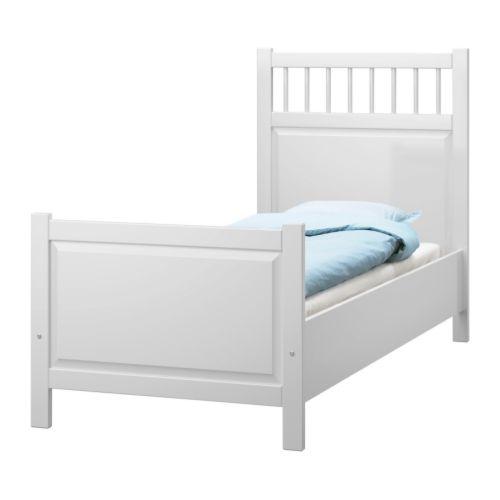 HEMNES Sängstomme, vit                         Längd: 207 cm Bredd: 99 cm Höjd fotgavel: 69 cm Höjd huvudgavel: 121 cm Madrasslängd: 200 cm Madrassbredd: 90 cm