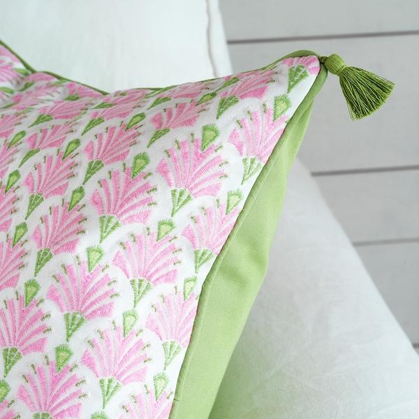 INBJUDEN Kuddfodral, vit/rosa, 50x50 cm