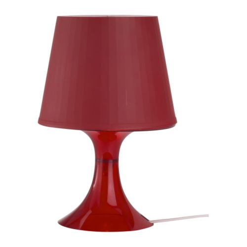 LAMPAN Bordslampa, röd                         Höjd: 29 cm Fotdiameter: 13 cm Skärmdiameter: 19 cm Sladdlängd: 200 cm