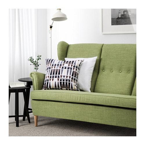 STRANDMON 3-sits soffa IKEA Den höga ryggen ger bra stöd för din nacke och ditt huvud.